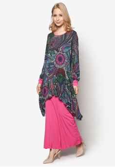 Abstract Fishtale Kurung from Aqeela Muslimah Wear in Pink and Multi For a refreshing spin of the classic baju kurung, let this Aqeela Muslimah Wear creation tops the list. The well-loved separates are redesigned with tulip overlay complete with multi-coloured paisley print.   Top - Polyblend - Round neckline - Lo... #bajukurung #bajukurungmoden