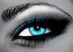 pretty shad of blue eyes