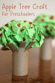 An easy apple tree craft and book recommendations for preschoolers. Perfect for fall!