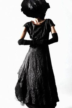 Ivan Grundahl - short sleeve long black wrinkled dress, long gloves and hat