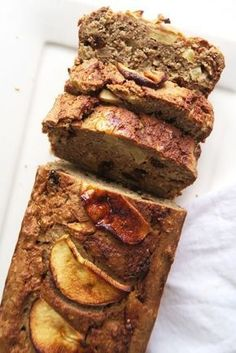 Oatmeal apple pie cake with raisins Beaufood Healthy Cake, Healthy Sweets, Healthy Baking, Healthy Snacks, Baking Recipes, Cake Recipes, Dessert Recipes, Alice Delice, Cookies Et Biscuits