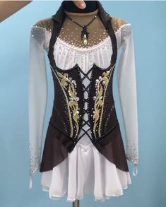 Ice Dance Dresses, Ice Skating Dresses, Figure Skating Outfits, Figure Skating Costumes, Girl Outfits, Cute Outfits, Renaissance Clothing, Cosplay Outfits, Dance Costumes