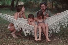 growupblowaway: Jane Birkin Serge Gainsbourg with Charlotte Gainsbourg Kate Barry in the garden of their villa in Saint Tropez, July Serge Gainsbourg, Gainsbourg Birkin, Charlotte Gainsbourg, Saint Tropez, Family Portraits, Family Photos, Kate Barry, Crochet Hammock, Jane Birkin Style