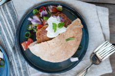 Falafel i pitabrød - Oppskrift Junk Food, Falafel Pita, Barbie I, Creme Fraiche, Avocado Toast, Hummus, Mexican, Vegetarian, Ethnic Recipes