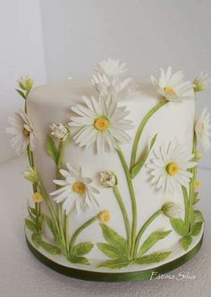 White Daisies 3 Layer Cake
