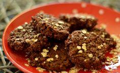 Ich liieebe Schokolade! Und ich liieebe Kekse! Schade nur, dass beides nicht gerade kalorienarm geschweige denn gesund ist ;) Also habe ich mich daran gemacht, ein gesundes und cleanes Rezept für Schokoladenkekse zu kreieren. Herausgekommen ist das folgende Rezept: Schokoladige Cookies, wunderbar weich, lecker süß und komplett...