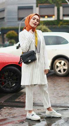 Muslim Girls, Muslim Women, Modest Fashion, Hijab Fashion, Scarf Styles, Hijab Styles, How To Wear Blazers, Simple Hijab, Turban Style