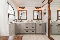 Modern farmhouse bathroom remodel ideas (42)
