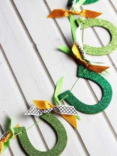 Make this DIY using wooden horseshoe cutouts, a little craft paint and a *lot* of glitter.