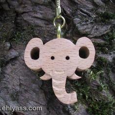 Porte-clés en bois massif eléphant en chantournage