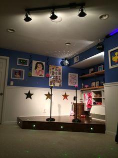 Cartel imprimible - Hacer su propio tipo de música - Negro and Blanco Pared Arte Cartel Playroom stage! Playroom Stage, Kids Stage, Playroom Ideas, Basement Ideas, Ana White, Home Wall Decor, Home Decor Bedroom, Bedroom Ideas, Music For Kids