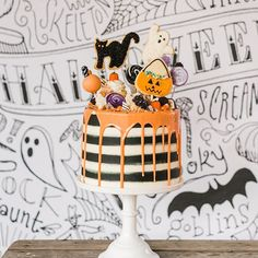 Every Halloween party needs a MONSTER MAX! Pasteles Halloween, Bolo Halloween, Halloween Punch, Halloween Desserts, Halloween Food For Party, Halloween Cupcakes, Halloween Birthday, Cute Halloween, Holidays Halloween