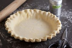 This flaky sourdough pie crust uses all butter for tons of flavor! The sourdough crust is perfect for sweet pies and makes a great sourdough quiche crust. Pie Crust Pastry, Quiche Pie Crust, Quiche Pastry, Oil Pie Crust, Pie Crust Uses, Baked Pie Crust, Pie Crust Recipes, Pie Crusts, Apple Recipes