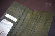 주문제작한 장지갑입니다.. 가죽은 푸에부로입니다.. 일본분이 주문한 제품이라 돈크기가 틀려 사이즈가 좀... Nuno, Long Wallet, Card Holder, Cards, Rolodex, Maps, Playing Cards