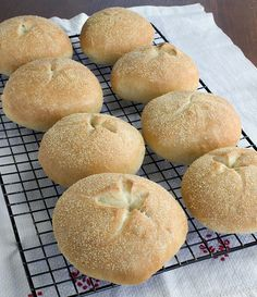 these are the kaiser rolls i have been craving for years. can't wait to make them.