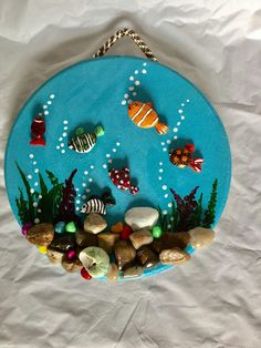 : homedecorforsmallspaces traditionalhomedecor homedecorminimalist uniquehomedecor pictureaquarium beautiful aquarium hanging picture pebble dekor ideen wall art aA Beautiful Pebble Art picture,Aquarium Pebble Art , Wall hanging art Dekor Ideen A Beau Pebble Painting, Pebble Art, Stone Painting, Cd Crafts, Arts And Crafts, Caillou Roche, Bel Art, Art For Kids, Crafts For Kids