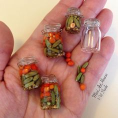 Vegetables – Pickles, cucumbers, and tomatoes in polimerclay. Vegetables – Pickles, cucumbers, and tomatoes in polimerclay. Miniature Kitchen, Miniature Crafts, Miniature Food, Miniature Dolls, Polymer Clay Miniatures, Polymer Clay Crafts, Miniature Furniture, Doll Furniture, Diy Dollhouse