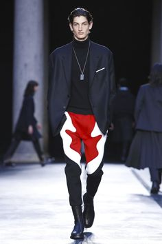 Neil Barrett, will offer you many other tempting options should that not make the grade. This was a combined menswear and womenswear collection from the designer who is known for his impeccabl...