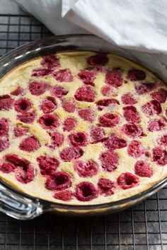 Raspberry Clafoutis (Gluten Free) Raspberry Clafoutis (Gluten Free) - Clafoutis is a French dessert that consists of fruit baked in a thick custard. This beautiful raspberry clafoutis recipe is easy to make and gluten free. Raspberry Clafoutis Recipe, Clafoutis Recipes, Cherry Clafoutis, Raspberry Desserts, Raspberry Cake, Gluten Free Recipes For Dinner, Foods With Gluten, Gluten Free Desserts, Sans Gluten