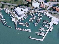 Marina di Lio Grando Il #Marina offre #ormeggio, grazie alle sue #banchine attrezzate e grazie ai notevoli #fondali presenti, a #Yacht di discrete dimensioni che frequentano la #Laguna d'estate. Ad essi è in grado di soddisfare tutte le #necessità e #richieste.