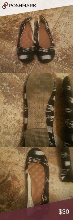 Reef flats In really good condition, minor wear to the bottoms, brand new insoles Reef Shoes Flats & Loafers