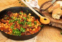 Egyedényes kolbászos csicseriborsó Chana Masala, Great Recipes, Curry, Ethnic Recipes, Food, Drink, Curries, Essen, Drinking