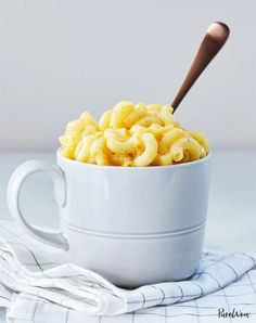 Fact: There is no bad way to eat mac and cheese. To prove it, here are 22 tasty mac and cheese recipes that'll transform your favorite comfort food. #macandcheese #recipe #baked Healthy Recipes On A Budget, Healthy Meals For Kids, Healthy Breakfast Recipes, Vegetarian Recipes, Vegetarian Dinners, Diner Recipes, Best Dinner Recipes, Fancy Recipes, Keto Recipes