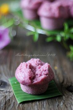 Kue mangkok ubi ungu - purple yam cup cakes [Recipe in Indonesian]