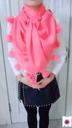 Ways To Tie Scarves, Ways To Wear A Scarf, How To Wear Scarves, Scarf Wearing Styles, Scarf Styles, Scarf Knots, Diy Scarf, Diy Fashion Hacks, Scarf Tutorial