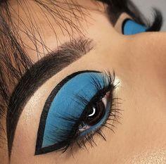 Trendy Makeup Eyeliner Black Eyebrows makeup is part of eye-makeup - eye-makeup Black Eye Makeup, Dramatic Eye Makeup, Eye Makeup Art, Colorful Eye Makeup, Eye Makeup Tips, Eyebrow Makeup, Blue Makeup Looks, Makeup Eyebrows, Dramatic Eyes