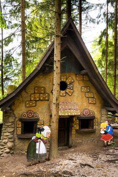 Märchenwald Steiermark Bird, House Styles, Wander, Outdoor Decor, Camping, Home Decor, Group Tours, Children Playground, Road Trip Destinations