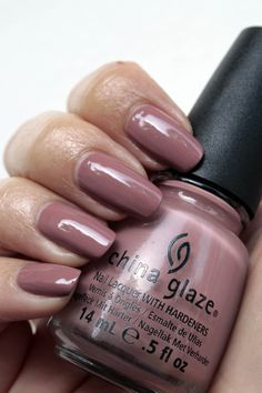 China Glaze nagellak 1121 Dress me up – Hunger Games collectie   iOnTrend