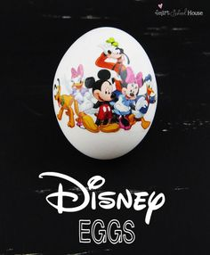 If you are a HUGE loving Disney family, then these Disney eggs are just for you! A smart and cute idea, so easy and so quick - create a Disney Easter egg masterpiece! Disney Diy, Walt Disney, Holiday Crafts, Holiday Fun, Spring Crafts, Favorite Holiday, Disney Easter Eggs, Easter Food, Hoppy Easter