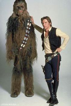 Star Wars' Han Solo (Harrison Ford) and Chewbacca the Wookie. Harrison Ford, Star Trek, Star Wars Characters, Star Wars Episodes, Star Wars Disney, Film Mythique, Han Solo And Chewbacca, Chewbacca Costume, Star Wars Personajes