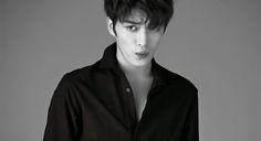 """Jaejoon de JYJ ha revelado que recibió el aviso para su enlistamiento en el ejército el 31 de marzo. C-JeS Entertainment reveló: """"Jaejoon se enlistará el 31 de marzo y pasará el resto de su tiempo ..."""