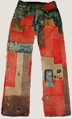 Japanese Embroidery Sashiko Japanese Kapital patchwork jeans / hippy style / call it what you want! Patchwork Jeans, Boro, Boho Hose, Visible Mending, Diy Vetement, Make Do And Mend, Japanese Textiles, Altering Clothes, Japanese Embroidery