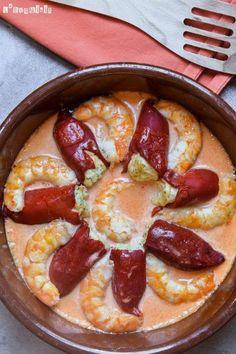 Pimientos rellenos de brandada con salsa de gambas