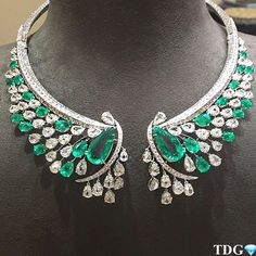 An exceptional @sutrajewels Emerald and diamond necklace.