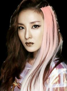 This look REALLY suits Dara!  She looks SO PRETTY in it! ☺  { #Dara #ParkSandara #2NE1 #Blackjacks #YGEntertainment #Kpop } ©KpopAmino