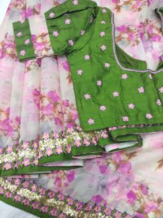 Images for Blouse Designs Kids Blouse Designs, Simple Blouse Designs, Saree Blouse Neck Designs, Stylish Blouse Design, Bridal Blouse Designs, Floral Print Sarees, Designer Blouse Patterns, Designer Dresses, Design Floral