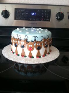 Christmas Reindeer Cake--just a picture for decorating ideas Christmas Themed Cake, Christmas Cake Designs, Christmas Cake Decorations, Christmas Cupcakes, Holiday Cakes, Christmas Goodies, Christmas Desserts, Christmas Treats, Fondant Christmas Cake
