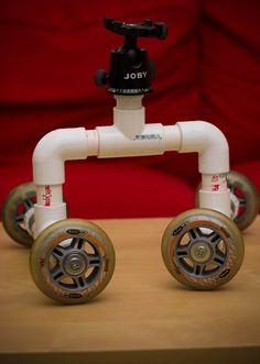 DIY Camera Skate Dolly by Erica Kobren, via Flickr Camera Rig, Camera Tripod, Camera Gear, Diy Tripod, Photography Tricks, Film Making, Photography Equipment, Photo Tips, Videography
