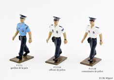 """Créées en 2005, ces 3 figurines de la collection """"Police"""" ont reçu un véritable """"lifting"""" en 2019. La sculpture, l'échelle et la qualité des détails ont été entièrement revues pour correspondre aux exigences des collectionneurs d'aujourd'hui. Cette collection comprend : - le gardien de la paix (ref. 5711) - l'officier de police (ref. 5711A) - le commissaire (ref. 5711B) Hui, Sculpture, Collection, Dresses, Fashion, Vestidos, Moda, Fashion Styles, Sculptures"""