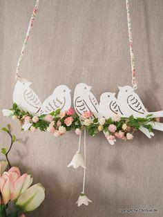 25 Ideas hanging bird crafts for 2019 Bird Crafts, Easter Crafts, Diy And Crafts, Christmas Crafts, Crafts For Kids, Arts And Crafts, Green Garland, Diy Ostern, Flower Garlands