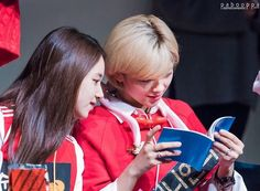 No-jam brother busy looking at Oh My Girl album As we know yeah TWICE are a huge fan of Oh My Girl especially nabongs and godjihyo!!  . . Use our code '1nce2wice' to get 15% discount off at @kuusoukastore  . < AdminA > #godjihyo #nojambrother #ohmygirl #nabongs #TWICE #트와이스 #TT #티티 #ONCE #원스 #지효 #jihyo #나연 #nayeon #정연 #jeongyeon #모모 #momo #사나 #sana #미나 #mina #재영 #chaeyoung #쯔위 #tzuyu #다현 #dahyun #jype