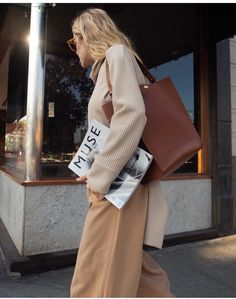 Street style. Fall fashion. Fall fashion 2017. Browns. Camel. Neutrals. Creams. Sweater. Winter fashion. Women's fashion. Style. Style blog. Style blogger. Fashion. Fashion blog. Fashion blogger.