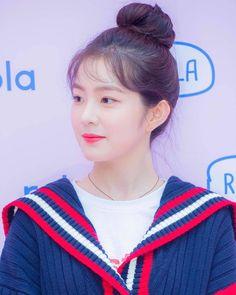 """41 lượt thích, 1 bình luận - IRENE  (@ireneredvelvt) trên Instagram: """"❣❣❣ IRENE ❣❣❣ 170915, 'rolarola' - Hongdae Flagship Store Opening. . © #레드벨벳 #redvelvet #배주현…"""""""