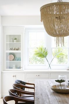 Dining room storage ideas to maintain your scheme clutter free Dining Room Storage, Casual Dining Rooms, Dining Room Inspiration, Luxury Interior Design, Interior Styling, Beach House Decor, Beach House Lighting, Interiores Design, Baby Halloween