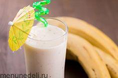 Банановый смузи с печеньем и орехами