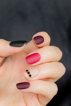 knockout nails:  Let's just admit, we are all obsessed with manis and pedis and the latest polish picks and arty trends when it comes to our nails. So here you go, some inspiration for your next DIY or Pinterest challenge.